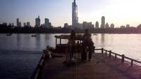 161003MON 玄武湖 流行歌曲 游人 吉他伴唱 TONY大叔 67周年国庆 南京 环洲湖畔木道 (7)