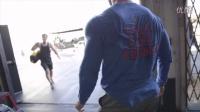 【马丁健身】Bradley Martyn 1000磅轮胎俯卧撑!!!