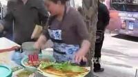 实拍街头小摊大妈做一个煎饼果子只需 40秒,熟了么