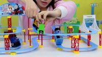 小新孖孖 托马斯和他的朋友们 超级火车轨道玩具过山车游戏