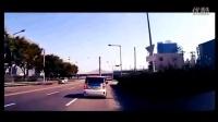 面包车一路恶意别车,视频车忍无可忍!