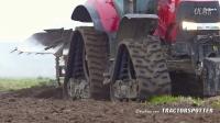 凯斯225拖拉机带犁耕作