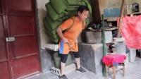 [拍客]48岁大力士可背负千斤 已经刷新世界纪录