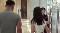 许晴机场熊抱短发女闺蜜 男友力杠杠滴