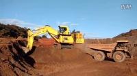 小松PC2000挖掘机在装载卡特彼勒777自卸车