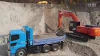 日立ZAXIS 350h 挖掘机装载作业车, 大町市。