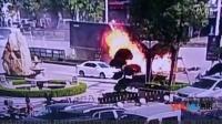 监拍牵引车失控冲进车群一路碾压 当场燃起大火致3死