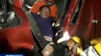 货车追尾发动机起火 货车司机获救 161220 新闻空间站