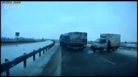 大货车惊险S漂移躲过事故路段