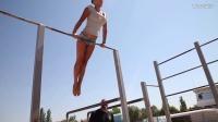 俄罗斯大胸美女在海边受训格斗技巧,片尾有彩蛋!