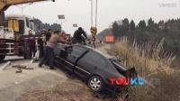 【拍客】成都惨烈车祸 护栏戳车身人员无生命安全