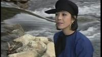 越南红歌:北坡密林的歌声Tiếng Hát Giữa Rừng Pắc Bó演唱:映雪Ánh Tuyết