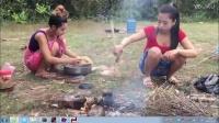 柬埔寨的媳妇带上老公去田间设陷阱抓蛇