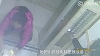 监拍重庆一母亲疑因家庭矛盾 将小孩扔电梯里独自离开