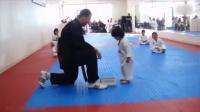 这个跆拳道的小学员简直萌翻了 萌娃太搞笑了