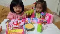 二萌宝一起切蛋糕过生日巴比娃娃美人鱼参加聚会