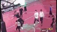 上海徐家汇公园一男子打篮球摔断脖子死亡?系谣言目前无生命危险