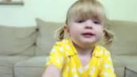 美国两岁女童超萌告白 我爱妈咪