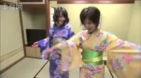 穿着浴衣巡游日本城崎温泉