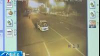 监控实拍男子故意开车撞妻子