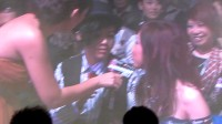 20111228-张芸京-新城劲爆台下采访G.E.M,阿京在旁边搞怪(转载注明bbbeYING拍摄)