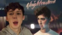 和着Troye Sivan共享Blue Neighbourhood