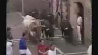 实拍疯狂的西班牙奔牛节现场,惊险刺激!