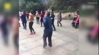 妈妈的朋友圈:公园大神集聚地 大爷鬼步舞蹈撩广场舞大妈