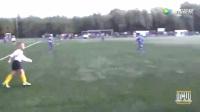 这位青训里的足球少年过人、传球、射门,我似乎看到了他的未来