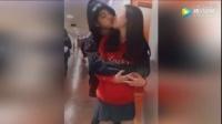 """欧阳娜娜曝出""""蕾丝情"""" 和闺蜜女女亲吻引猜测"""