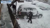 监控实拍:看战斗民族如何快速清除车上积雪...