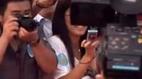 刘德华亮相红毯变主角,粉丝摄影机全向他靠,刘亦菲就尴尬了