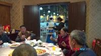 饭店机器人服务员能端菜会卖萌 老板:它不偷懒不请假比人好