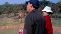 20110105-京剧票友赵老师玩鹰唱戏两不误