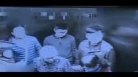 两脚踹停电梯!监控:外卖小哥急送餐 怒踹电梯门致9人被困