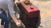 村姑手摇柴油拖拉机