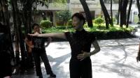 朱丽萍老师示范三步踩女士手势