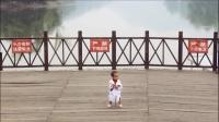 儿童节:莲花湖,1岁3个多月,学走路