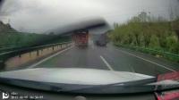 博越雨中高速狂奔