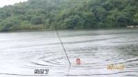 《游钓中国2017》钓鱼视频:李大毛水库钓上100斤巨型大青鱼,大绝招_7