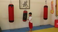 范淋峰:5岁,打沙袋,还得加倍用心(01)