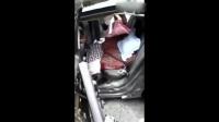 高速公路交通事故现场, 车零件散落一地, 人员伤亡巨大, 太惨了!
