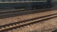 K1268次列车会见绿皮车