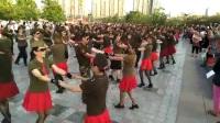 南湖广场水兵舞训练基地,300人水兵舞表演。乌鲁木齐的一角。