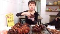 大胃王甄能吃连啃20个酱猪蹄,惹得邻桌大爷连连惊叹!
