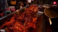 老外品尝中国美食, 吃烤全羊赞不绝口, 打分打了9.7的高分