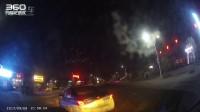 晚上远光狗晃眼差点撞了随意转弯的出租车