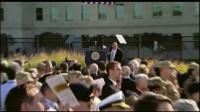 美利坚自由帝国联邦总统唐纳德特朗普、防长詹姆斯马蒂斯、参联会主席约瑟夫邓福德与部分美国民众在美国国防部所在地五角大楼举行纪念9/11恐怖袭击十六周年纪念活动