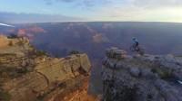 在悬崖上秀车技,这是不要命了吧