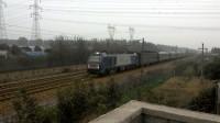 (联控注意)客车Y151次通过,HXD2C牵引25G,KD发电车,火车。